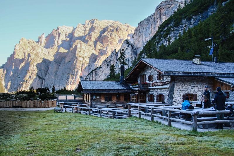 1 dosiaĖ naj chata v Dolomitoch