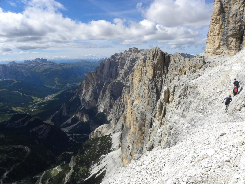 13 traverz steny nezaistenou sutinou v cca 2700m n.m