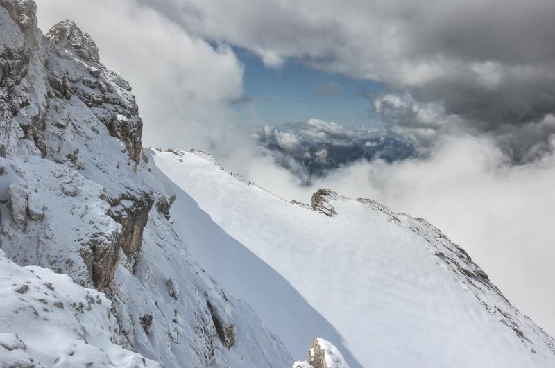 38 snehovā polia pod vrcholom Antelaa