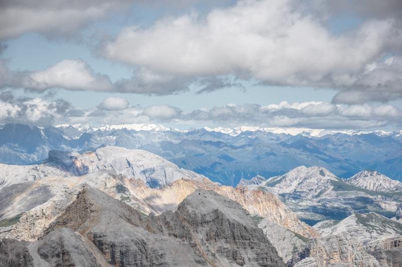 8 Zasneßenā najvyÁÁie rak£ske pohorie Hohe Tauern z Tori de Fanis