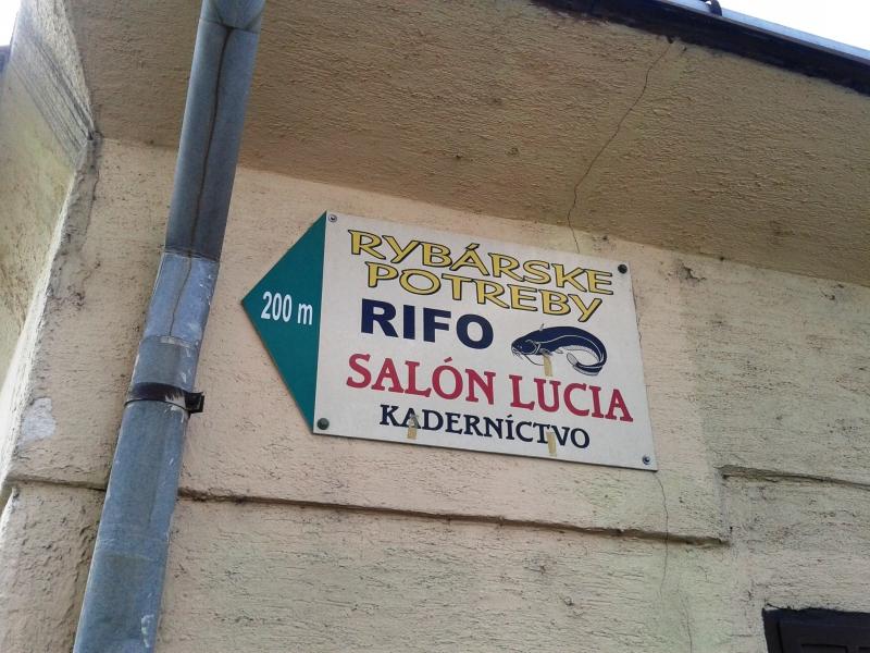 16_toto som sfotila pre Lucku - salón Lucia hneď vedľa rybárskych potrieb